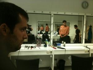 Ramiro, José Manuel y Juanjo visitando la peluquería del Canal.