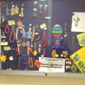 Algunas de las artesanías que nos están llegando de los chicos del Centro de DIA de APNA para el Rastrillo.